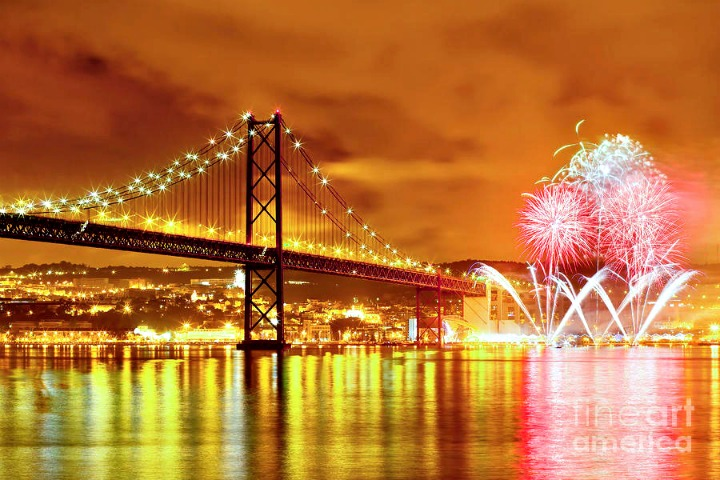 1-fireworks-at-new-years-eve-in-lisbon-andre-goncalves