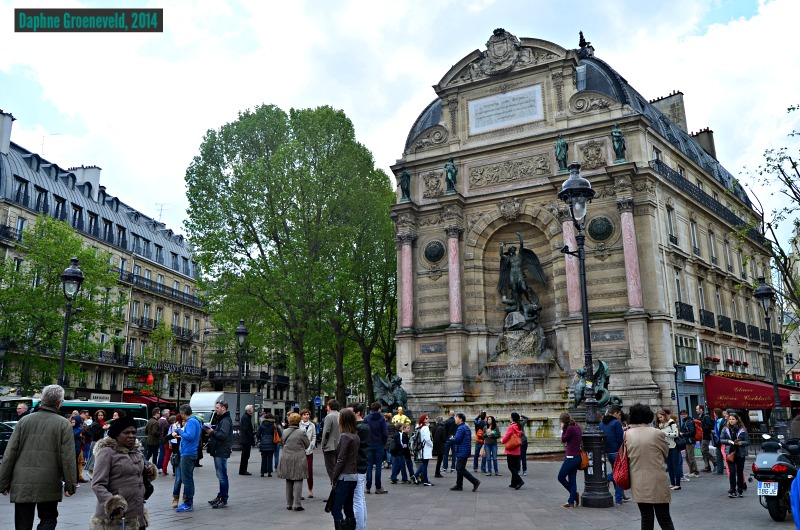 Place St. Michel in Parijs - via www.traveloclock.nl