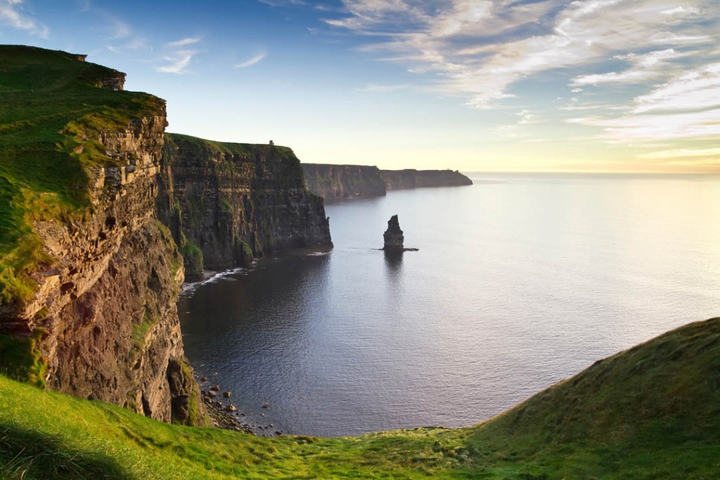 Cliffs of Moher, Ierland - via www.traveloclock.nl