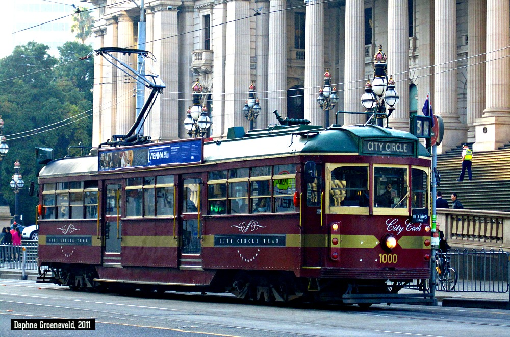 Historic tram in Melbourne's CBD. It's fun, easy and free! | via It's Travel O'Clock