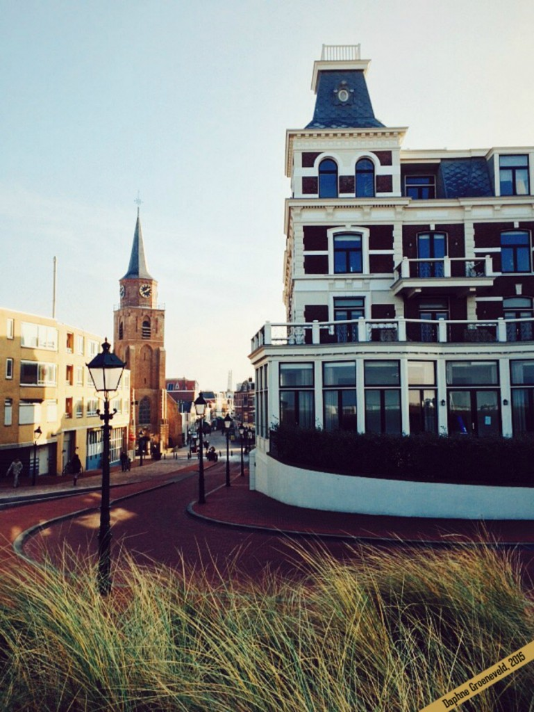 De gezellige Keizerstraat in Scheveningen - via It's Travel O'Clock