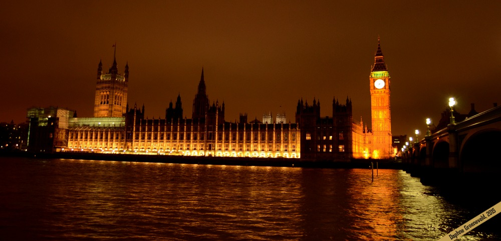 Houses of Parliament at night | It's Travel O'Clock