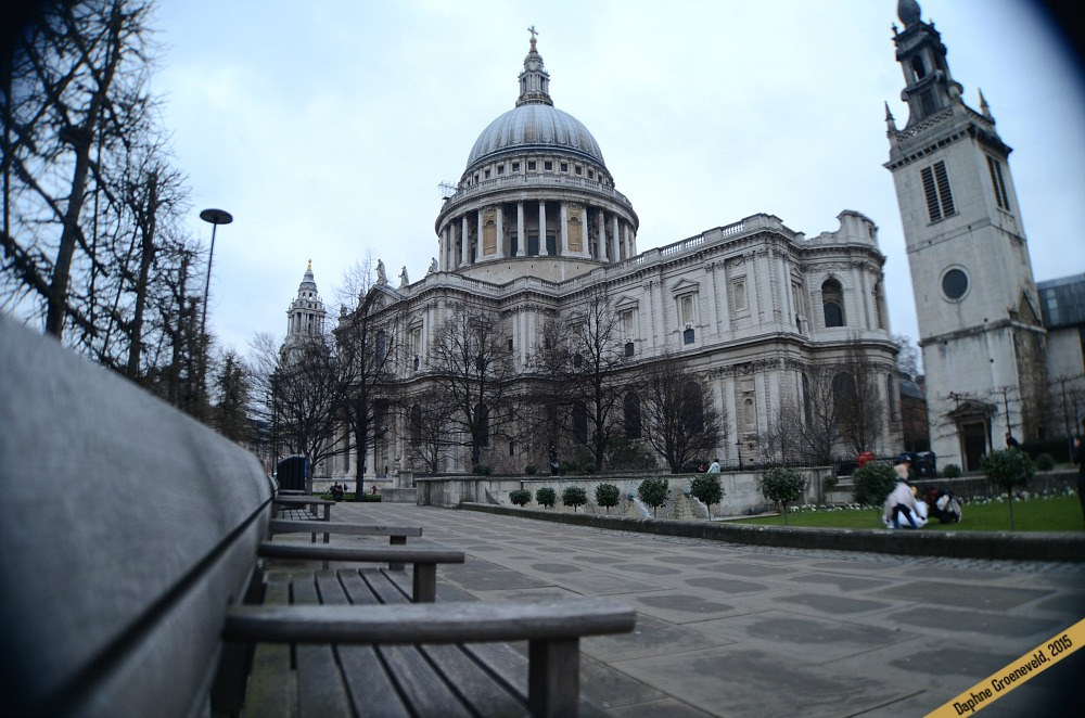 Walk along the Queen's Walk from the Houses of Parliament to St. Paul's Cathedral, London | via It's Travel O'Clock